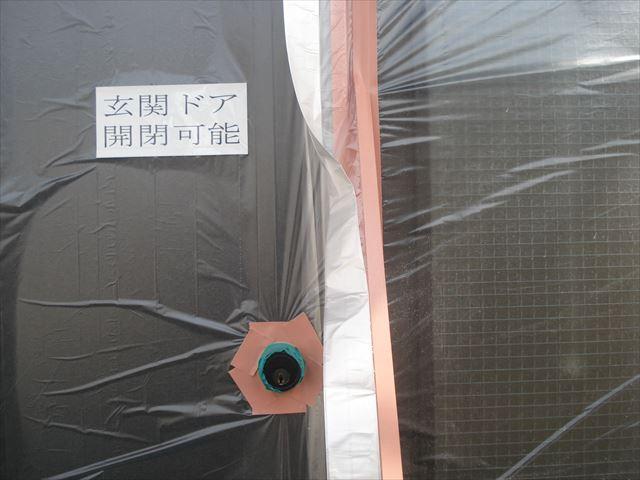 玄関ドア吹き付け前養生