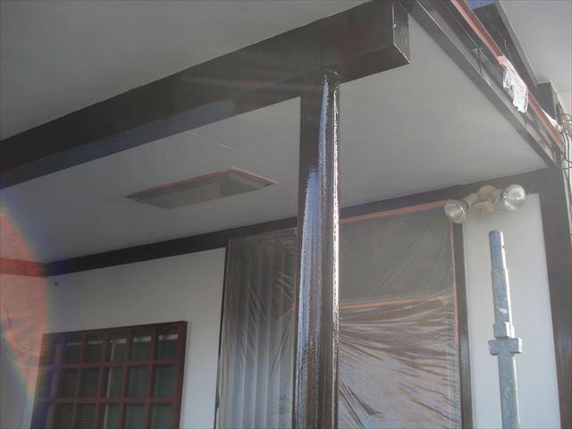 S邸玄関柱上塗り後