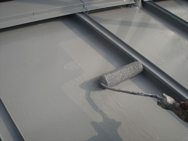 S邸瓦棒屋根最後の上塗り