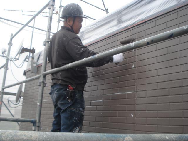 S邸外壁仕上げ塗り