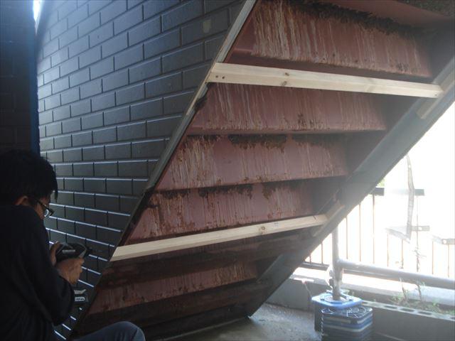 S邸階段裏補修