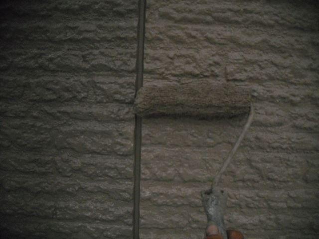 外壁の仕上げ塗り