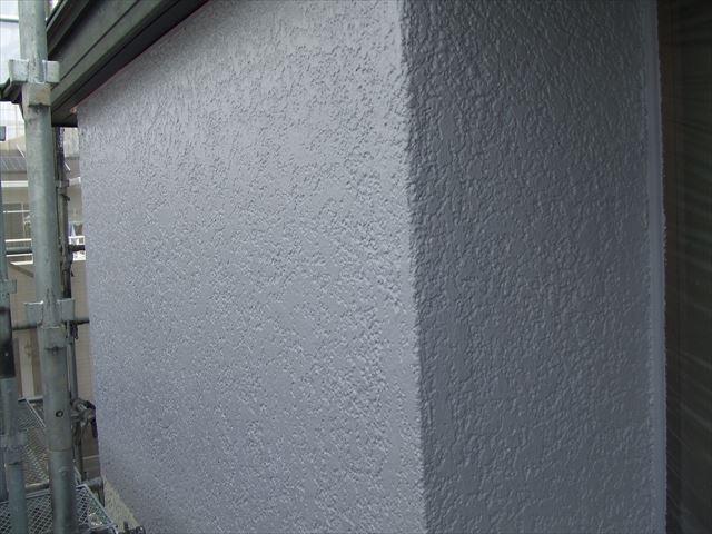 外壁の下塗り後