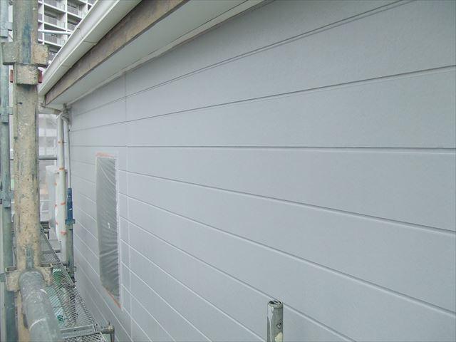外壁上塗り1回目塗装後