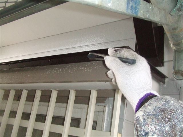 出窓屋根刷毛塗り