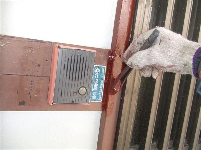 玄関木枠下塗り