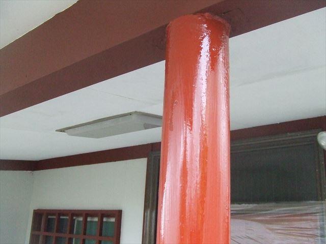 鉄骨柱錆止め塗装後