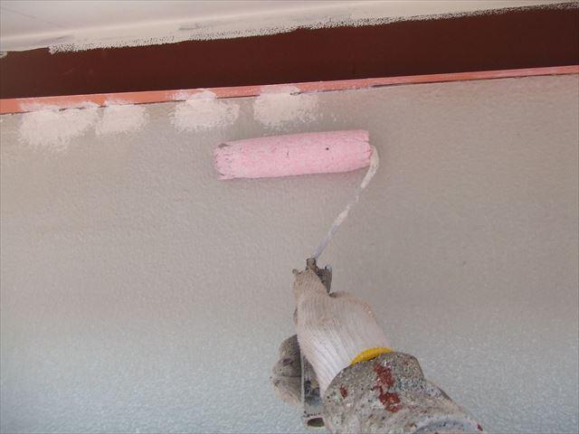 外壁の下塗りシーラー塗布
