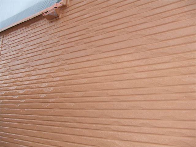 外壁上塗り1回目、塗装後プレミアムシリコン