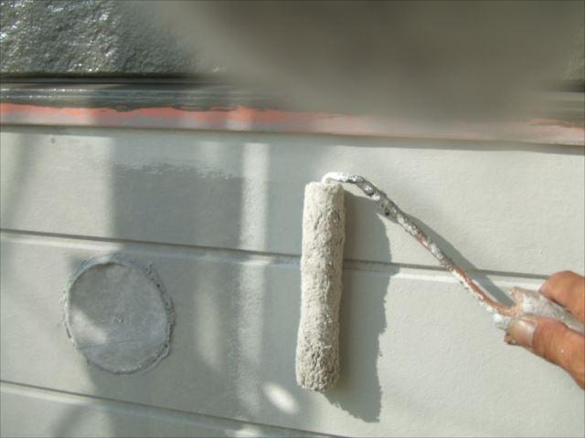 外壁上塗り1回目SKプレミアムシリコン
