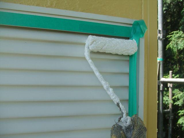 雨戸1回目塗装、コスモマイルドシリコン2