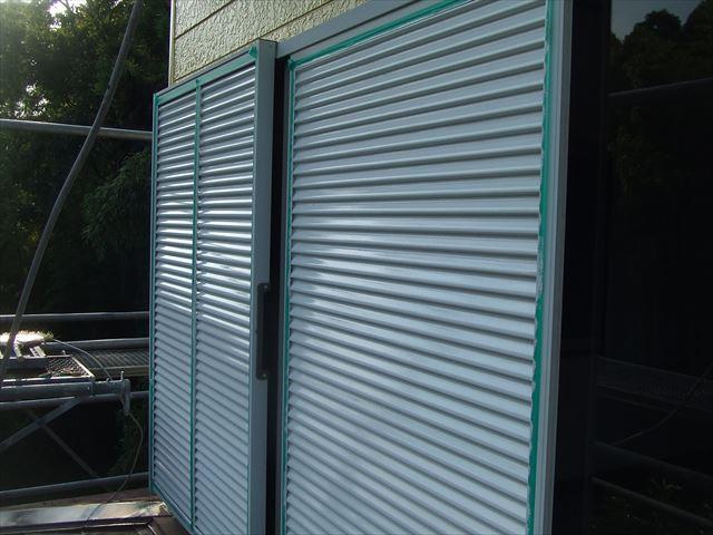 雨戸、戸袋塗装後、コスモマイルドシリコン2