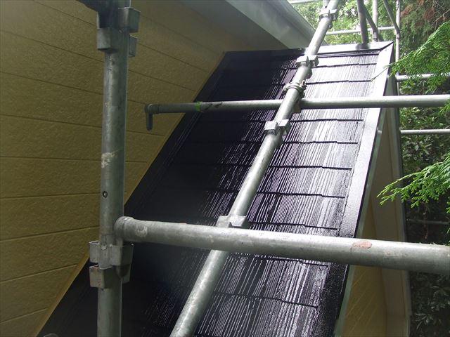 下屋根(1階屋根)2回目仕上げ塗装後、ヤネフレッシュシリコン