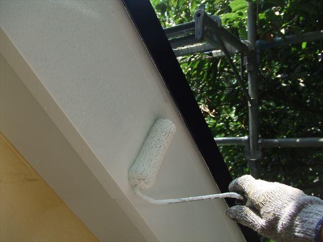 1階破風板2回目塗装、コスモマイルドシリコン2