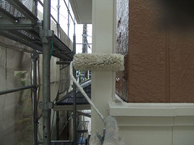 竪樋2回目仕上げ塗装、コスモマイルドシリコン2