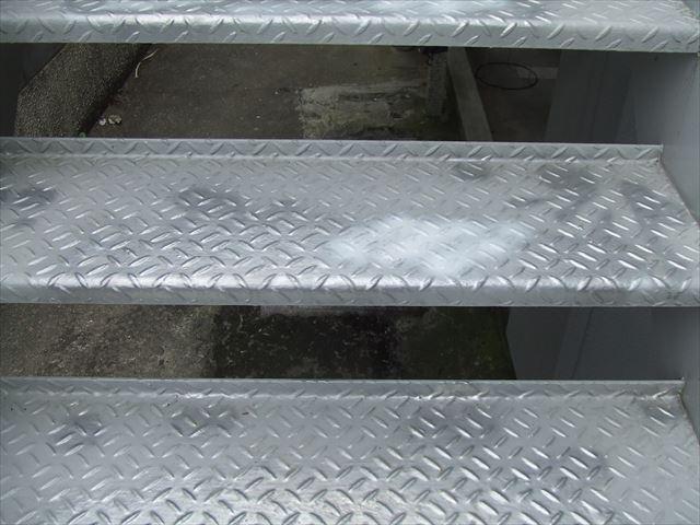 鉄骨階段塗装前、コスモマイルドシリコン2