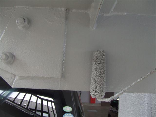 鉄骨階段下部塗装、コスモマイルドシリコン2
