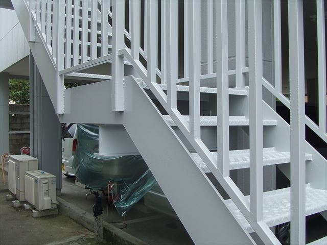鉄骨階段塗装後、コスモマイルドシリコン2