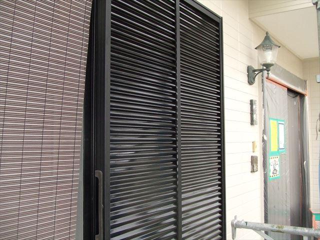 戸袋塗装後、コスモマイルドシリコン2