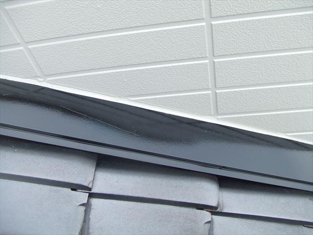 屋根上水切り塗装後、コスモマイルドシリコン2