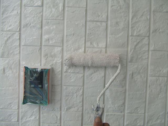 外壁上塗り2回目、ファインコートシリコ
