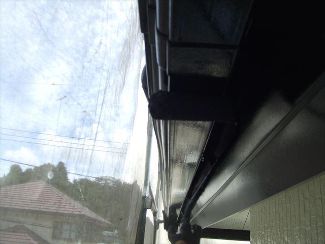 軒樋2回目仕上げ塗装、シリコンガードⅬ