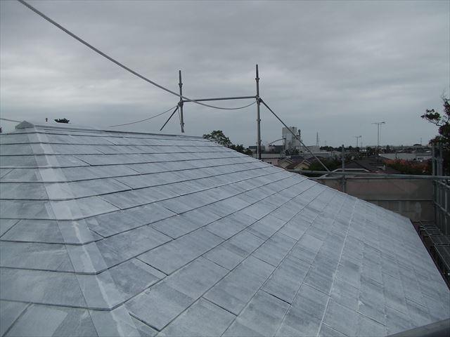屋根下塗り後、デラフロンルーフシーラー