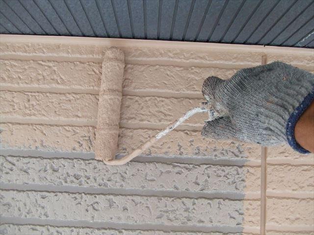 2階サイディング外壁上塗り1回目、デラフロンW
