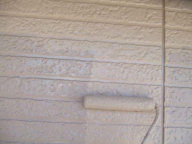 2階サイディング外壁上塗り2回目仕上げ塗装、デラフロンW