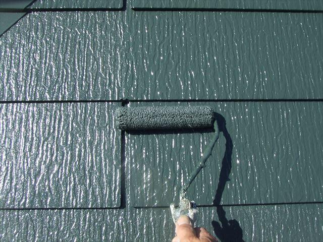 屋根上塗り2回目仕上げ塗装、デラフロンルーフ