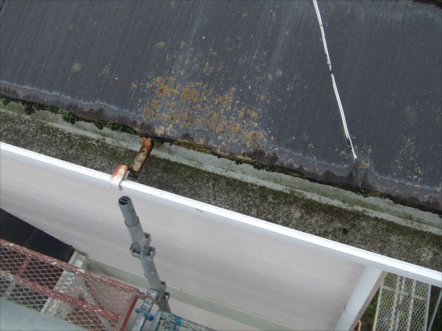 屋根小口、ケレン作業前