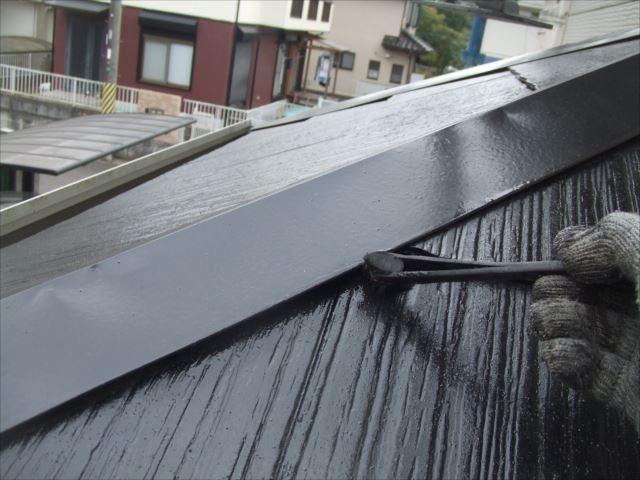 屋根鉄部の隙間刷毛塗り、ヤネフレッシュSI、