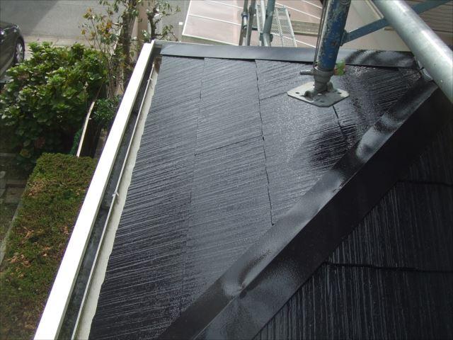 屋根上塗り1回目塗装後、ヤネフレッシュSI、