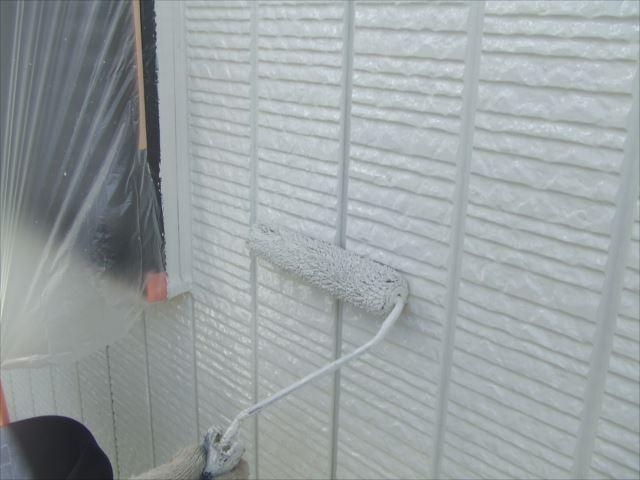 2階サイディング外壁上塗り2回目、コスモマイルドシリコン2