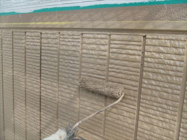 1階サイディング外壁上塗り2回目、コスモマイルドシリコン2