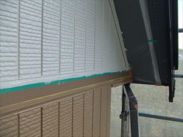 2階サイディング外壁上塗り2回目後、コスモマイルドシリコン2