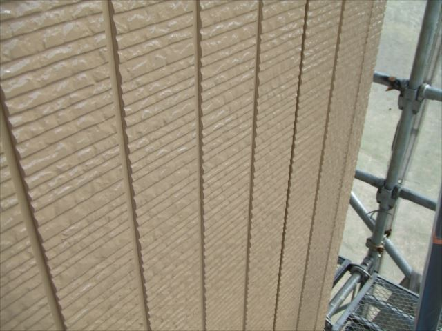 1階サイディング外壁上塗り2回目後、コスモマイルドシリコン2