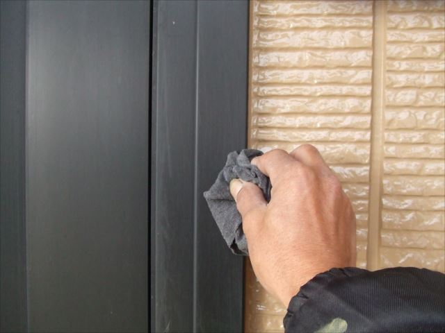 玄関ドア枠掃除、塗料シンナー