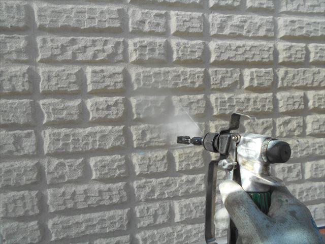 S邸外壁下塗り