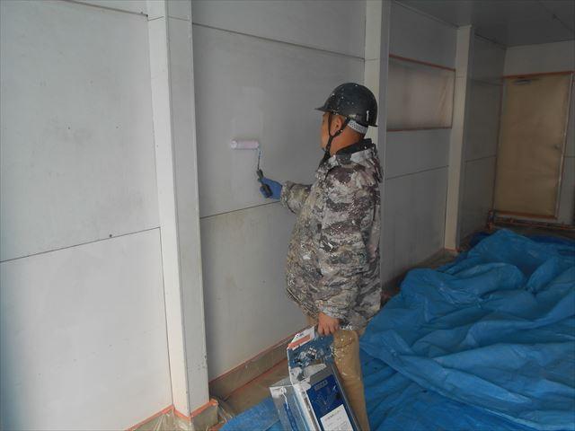 M邸壁下塗り中