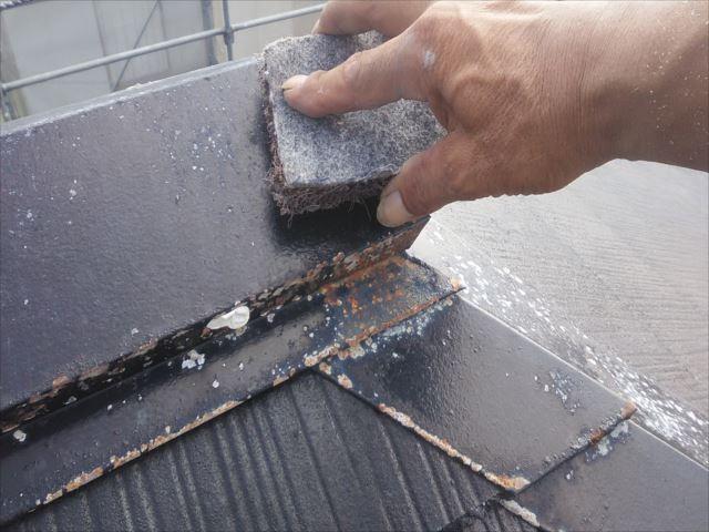 屋根の鉄板部分ケレン作業