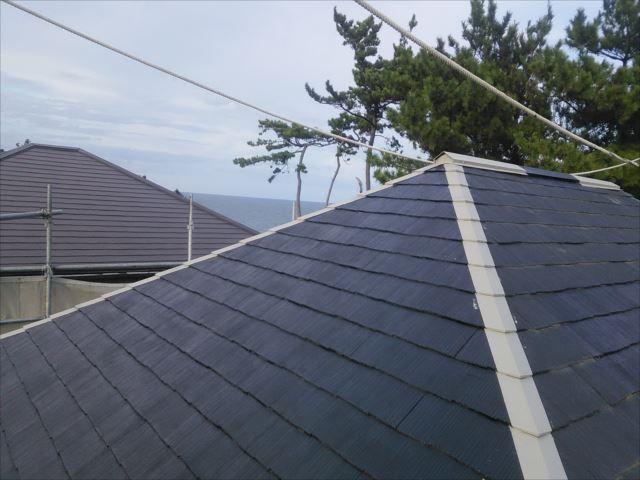 屋根錆止め下塗りシーラー完了