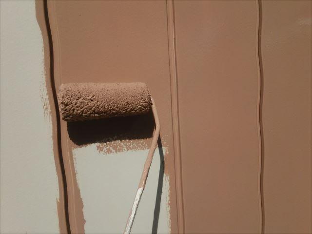 外壁中塗り(着色1回目)