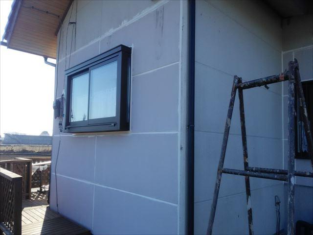 水戸市上河合町で外壁吹付け作業を行いました