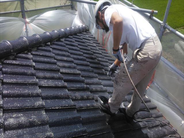屋根シーラー吹き付け