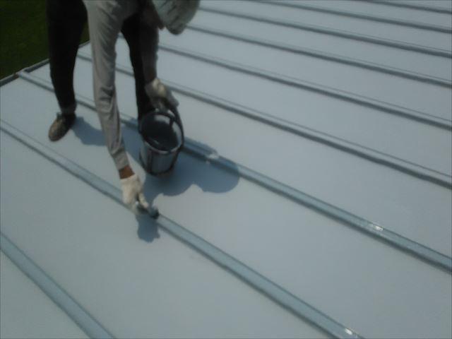 瓦棒屋根着色上塗り1回目